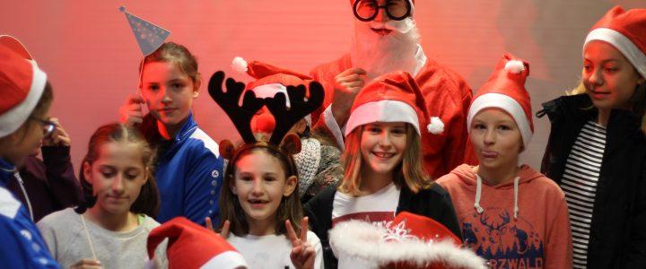 Fotos: Jugend-Weihnachtsfeier – Fotobox